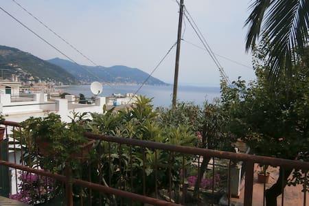 Bilocale con terrazza vista mare - Wohnung
