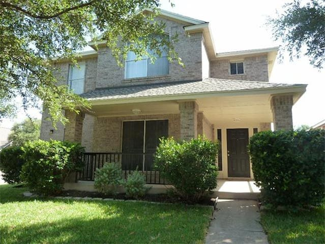 3 Bedroom House - Pflugerville - House