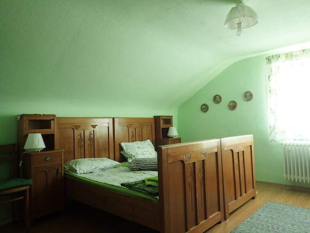 Vintage bedroom 20 min from center - Stuttgart - Apartament