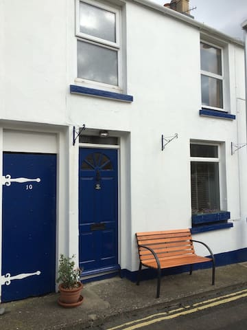 Charming 2-bed cottage in town - Douglas