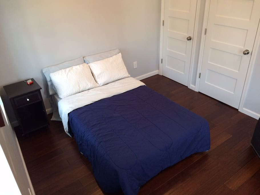 3rd floor bedroom (pull out sofa)