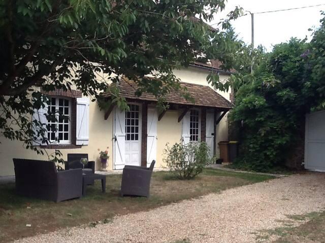 Charmante longère de 5 pièces - Marville-Moutiers-Brûle - House