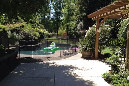 Pool House Retreat Among Redwoods! - Fair Oaks