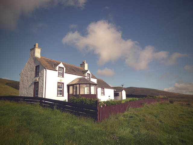Traditional Shetland cosy cottage - weisdale
