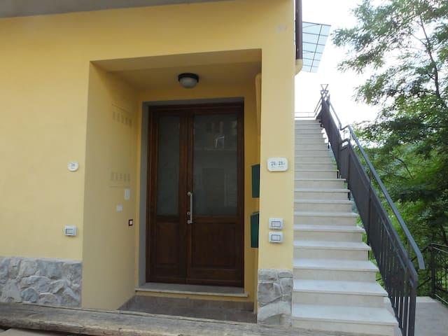 Appartamento BIANCO MONOLOCALE - Reggello - Huoneisto