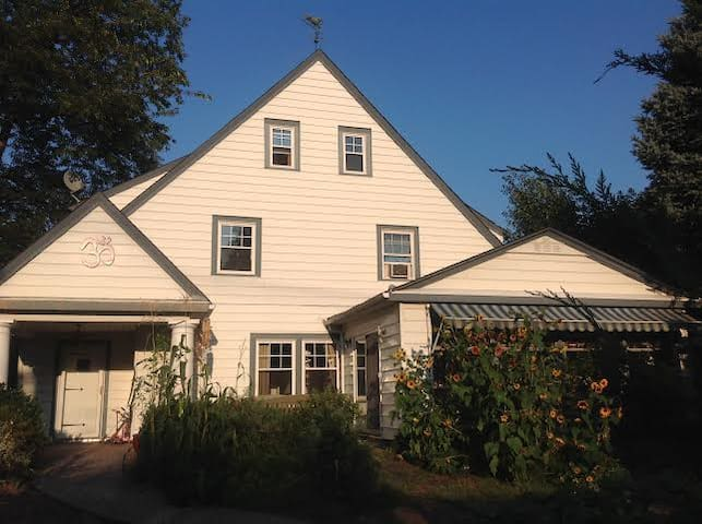 Beautiful 1920's Colonial house in Charming Historic Village bordering the majestic Hudson River, only 16 Miles from Manhattan