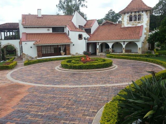 el castillo - La Tebaida - House