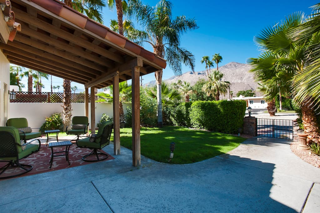 Front courtyard with mountain views