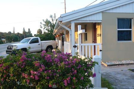 ROMANTIC STUDIO 7 MINS. TO BEACHES - 詹森海滩(Jensen Beach) - 公寓