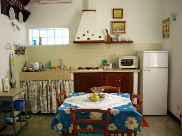 CASA DI CORTE IN CENTRO A GROSSETO - Grosseto - Rumah