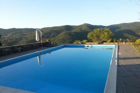 Piccola casa toscana con piscina - Santo Bagnena - House