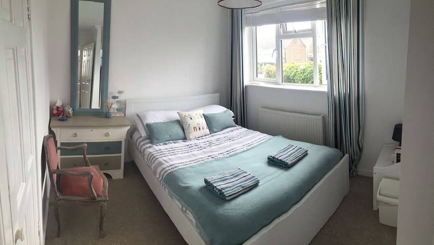 Cosy Seaside Room by the Beach - Shoreham-by-Sea - House