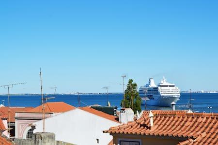 NIDUS ALFAMA Tejo view + wifi - Lisboa