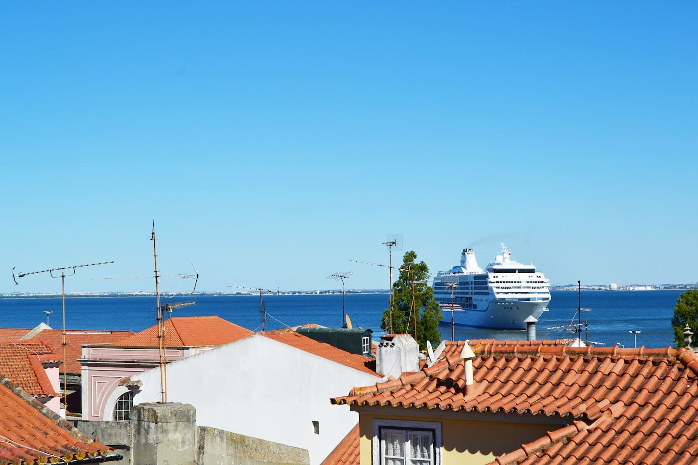 From Nidus, you can see the Tejo river with cruisers alongside the river.
