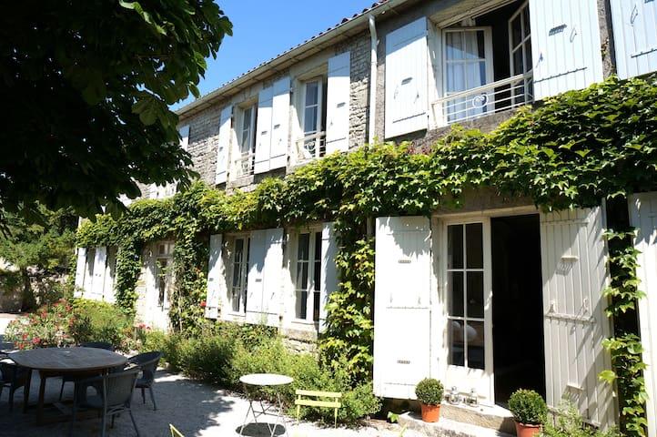 La Rochelle -La Pénaridère -21 pers