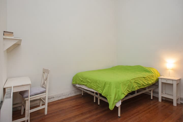 Beautiful room in great share (1B)