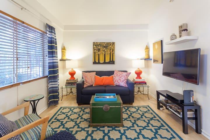 Lovely one bedroom plus den