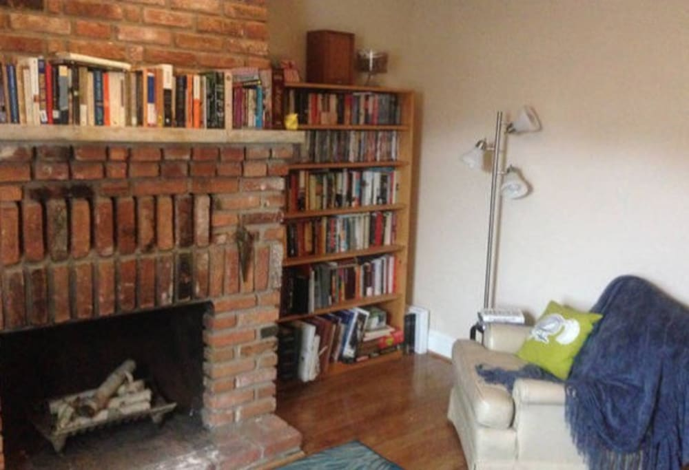 Reading nook, with plenty of books and games to browse!