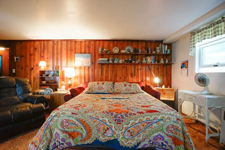 Roomy and Comfortable Studio - Glenwood Landing
