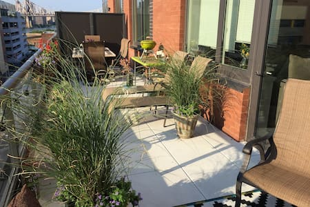 Spacious one bed with huge terrace - Queens - Apartment