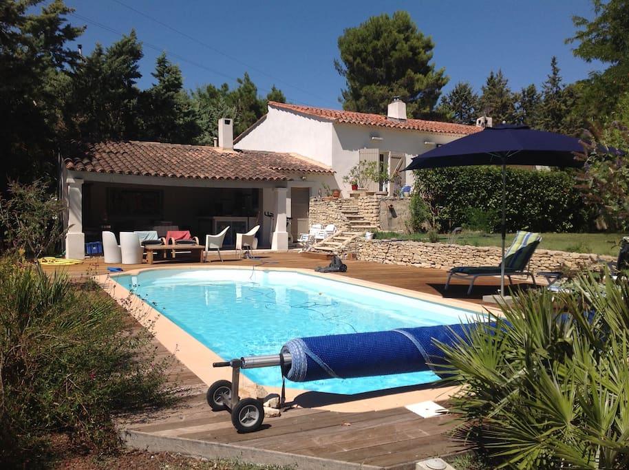Charmante villa avec piscine jardin arbor houses for for Camping aix en provence avec piscine
