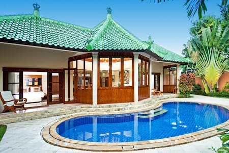 BALI Beautiful 4br villa by the sea