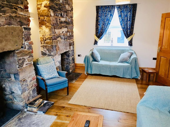 Beautiful and Characterful Welsh Coachman Cottage