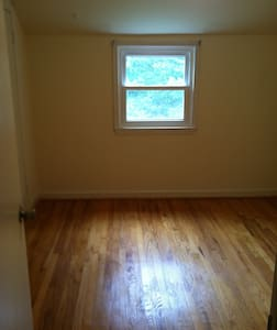 Single bedroom partially furnished - Cheverly - Dom