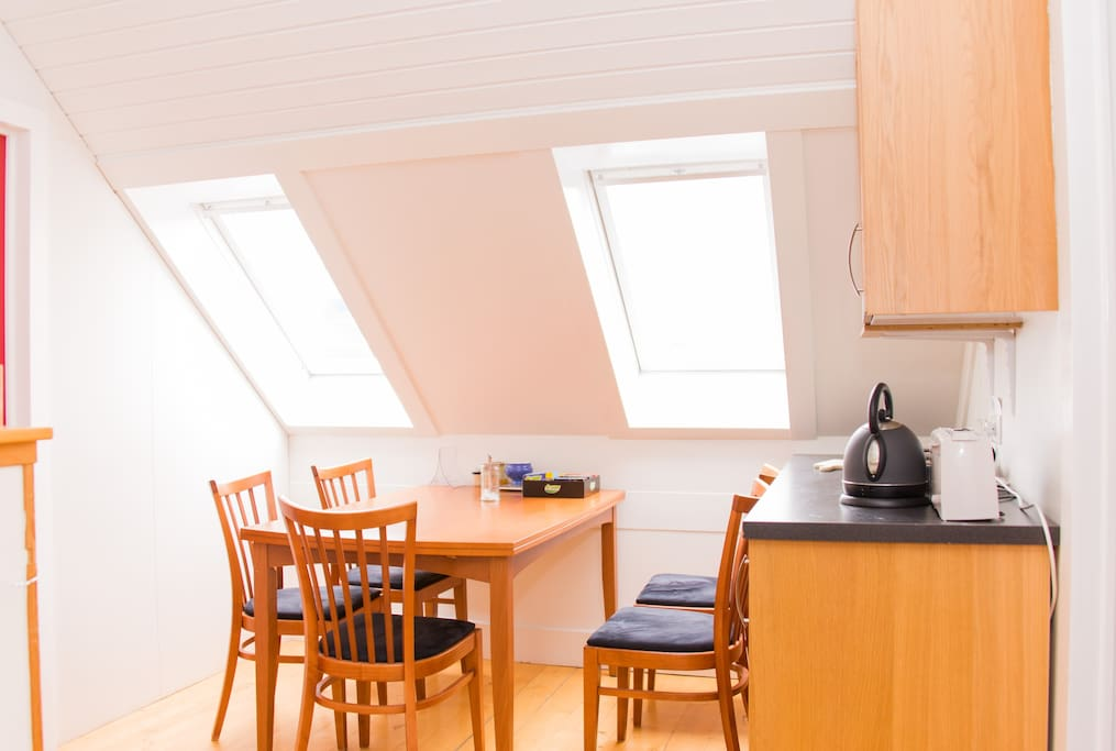 A kitchenette where you can make simple meals. We provide tea and coffee