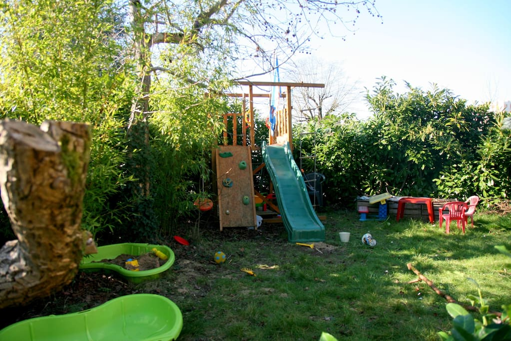 Maison calme jardin proches nantes houses for rent in for Jardin google translate