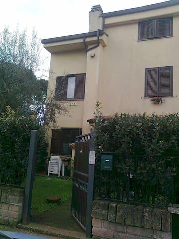 Monolocale in una villa a schiera - Capranica - Haus