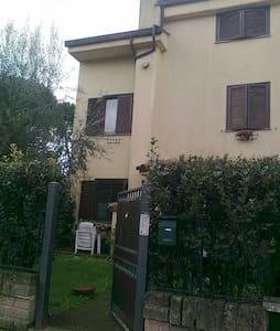 Monolocale in una villa a schiera - Capranica