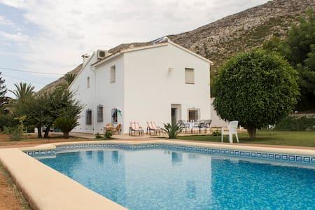 Villa between sea and mountains - Pedreguer - Дом
