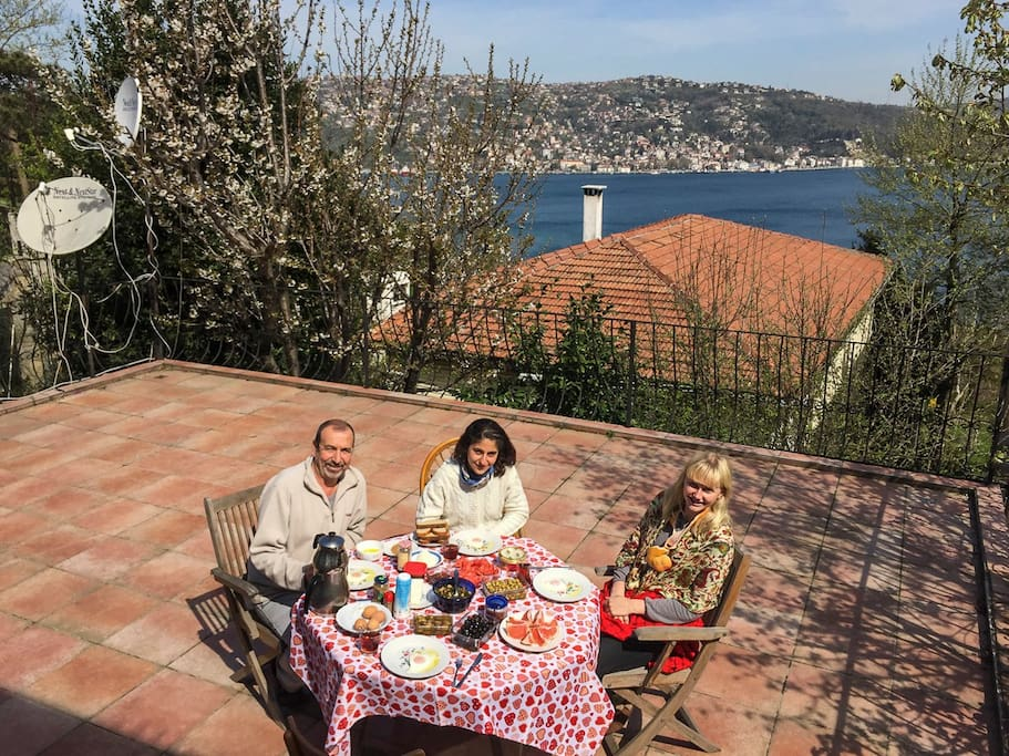 The terrace is overlooking the Bosphorus and is great for a breakfast, a dinner or for a party.