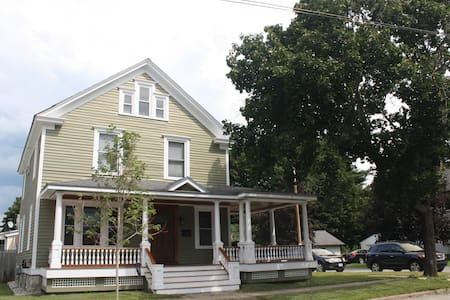 Gorgeous house 4 blocks from track! - Saratoga Springs - Dom