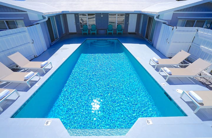 RENT LUXE 5 STAR 6 BED + HEATED POOL NEAR BEACH!!!