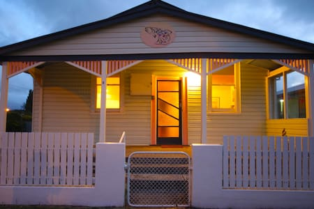 The Spotted Salmon Cottage - West Ulverstone - Casa