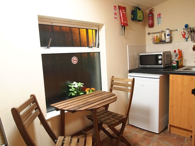 Shared kitchen ( No Cooker )