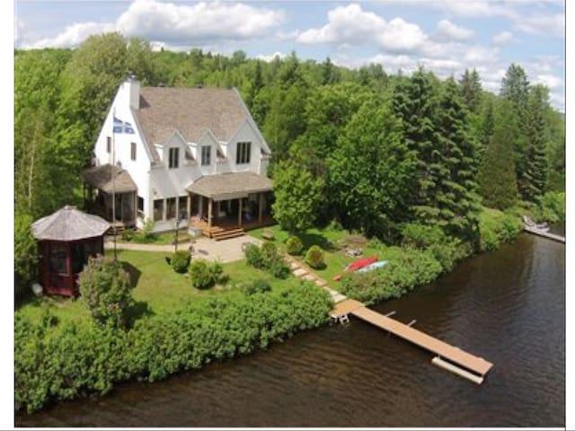 Superbe résidence, bord lac Sergent - Lac-Sergent - House