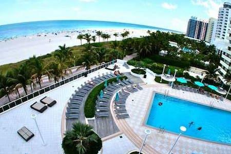 LIVE ON THE BEACH. WALK EVERYWHERE - Miami Beach - Wohnung