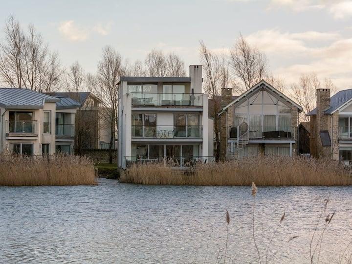 House Martin Island (UK10688)