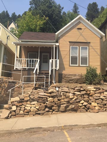 Deadwood vacation rental 1 block from downtown - Deadwood - House