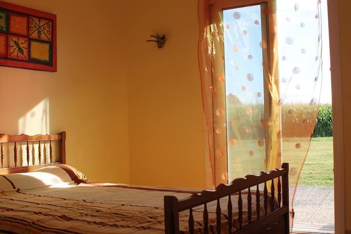 Chambre double et calme dans maison
