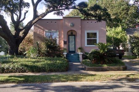 Cozy bungalow 4 blocks from beach - Gulfport