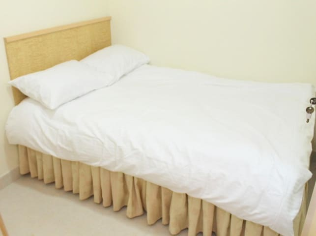 Cozy ensuite 1 min to MTR #5