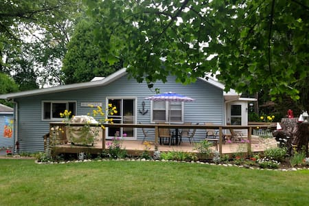 Sandy Feet Cottage, Port Huron available Aug 12-23