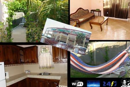 Villa,4 bedrms upto 8 travelers - Laplaine - 独立屋