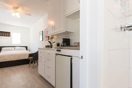 Remodeled Lux Studio Culver City! - Culver City - Apartmen