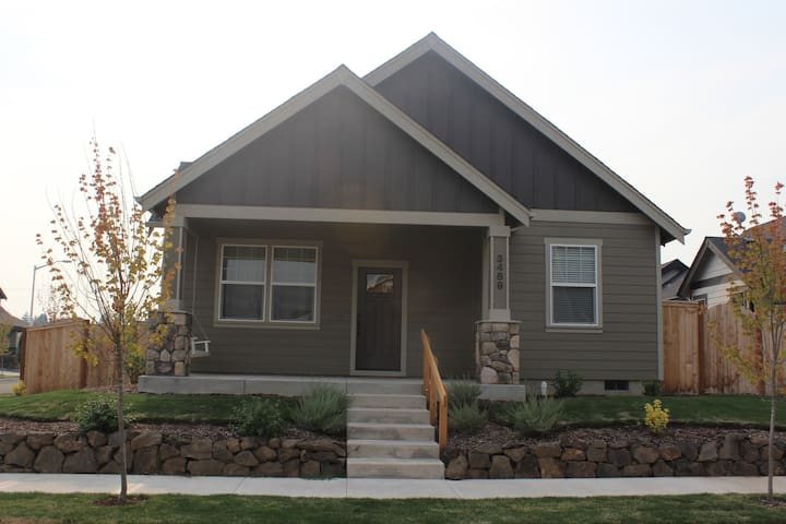 Lovely Bungalow w/ Loft - McMinnville - House