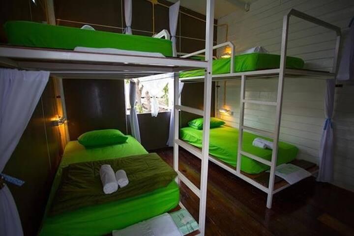 Thur Hostel Ao Prachaup
